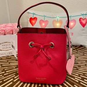 Brand New Red bucket bag & heart cha…